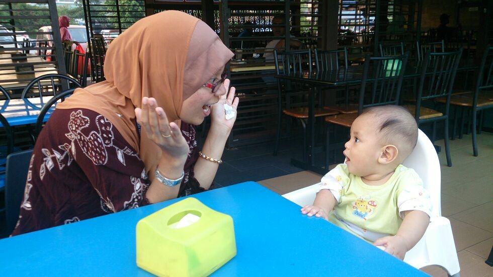 Bagaimana mahu mengajar dan menggalakkan anak membuat kontak mata